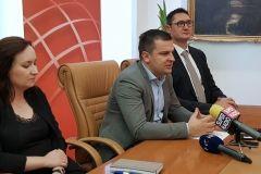 Svoj ured u Tehnološkom parku Bjelovar otvorio je i vodeći hrvatski nezavisni data centar Altus IT, rečeno je na konferenciji za novinare, na kojoj su uz bjelovarskog gradonačelnika Darija Hrebaka, sudjelovali i Goran Đoreski, direktor Altus IT-a te Ivana Jurković Piščević, direktorica Tehnološkog parka Bjelovar FOTO: Grad Bjelovar https://www.bjelovar.hr/