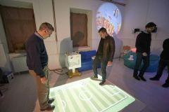 Grad Bjelovar u suradnji s 5. osnovnom školom Bjelovar realizirao je projekt osnivanja kabineta za asistivnu tehnologiju, koji će pridonijeti boljoj kvaliteti života djece s poteškoćama u razvoju. Kabinet su u srijedu, 3. siječnja 2018., otvorili gradonačelnik Dario Hrebak i ravnateljica 5. osnovne škole Jasmina Vuković. FOTO: Grad Bjelovar www.bjelovar.hr