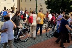 """Ženama u projektu """"Zaželi"""" podijeljeni bicikli, 5. srpnja 2018., dvorište Gradske uprave FOTO: Grad Bjelovar https://www.bjelovar.hr/"""