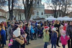 Točno u podne, 31. prosinca 2018., u središnjem gradskom parku bjelovarski su mališani u pratnji svojih roditelja, baka i djedova, dočekali 2019. godinu. // FOTO: Grad Bjelovar https://www.bjelovar.hr/