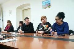 """Uime Grada Bjelovara, gradonačelnik Dario Hrebak s bjelovarskim privatnim vrtićima """"Ciciban"""" i """"Osmijeh"""" u petak, 22. prosinca 2017., potpisao je ugovor o povećanju sufinanciranja smještaja za djecu."""