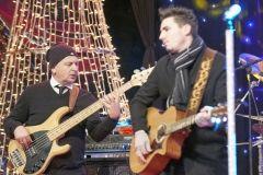 Više od dvije tisuće građana Novu 2018. godinu dočekalo je na središnjem gradskom trgu u Bjelovaru. Za odličnu atmosferu pobrinuo se domaći bend Hot Stuff, a nešto prije ponoći mikrofon je preuzela popularna pjevačica Indira Forza. FOTO: Štefan Brajković