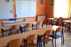 Gradonačelnik Grada Bjelovara Dario Hrebak i njegovi zamjenici Valna Bastijančić Erjavec i Igor Brajdić obišli su 3. osnovnu školu Bjelovar u Velikom Korenovu. Školi je odobreno sufinanciranje energetske obnove u iznosu nešto više od 520 tisuća kuna bespovratnih sredstava, a cijeli projekt vrijedan je oko milijun i 157 tisuća kuna. // 16. srpnja 2018. FOTO: Grad Bjelovar https://www.bjelovar.hr/