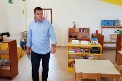 Gradonačelnik Grada Bjelovara Dario Hrebak i njegovi zamjenici Valna Bastijančić Erjavec i Igor Brajdić obišli su Dječji vrtić Bjelovar u Radničkom naselju. Vrtiću je odobreno sufinanciranje energetske obnove u iznosu 607.032,30 kuna bespovratnih sredstava, a cijela investicija vrijedna je oko milijun kuna. // 16. srpnja 2018. FOTO: Grad Bjelovar https://www.bjelovar.hr/