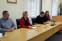Odlukom Grada dodijeljena je 31 stipendija za akademsku godinu 2017./2018. prema kriterijima koje propisuje Pravilnik o dodjeli stipendija Grada Bjelovara. U skladu s tim, u petak 22. prosinca 2017., Ugovore o korištenju stipendija sa studentima i njihovim roditeljima potpisao je gradonačelnik Dario Hrebak.