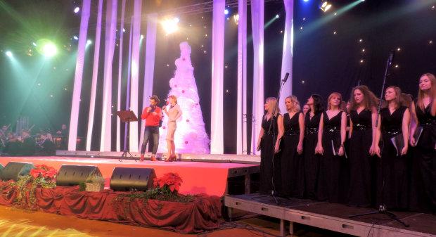 Mario Petreković i Vanda WInter - 12. Božićni Gala Koncert u Bjelovaru 2014., 22. prosinca 2014., školsko-sportska dvorana FOTO: Dubravka Dragičević www.bjelovar.hr