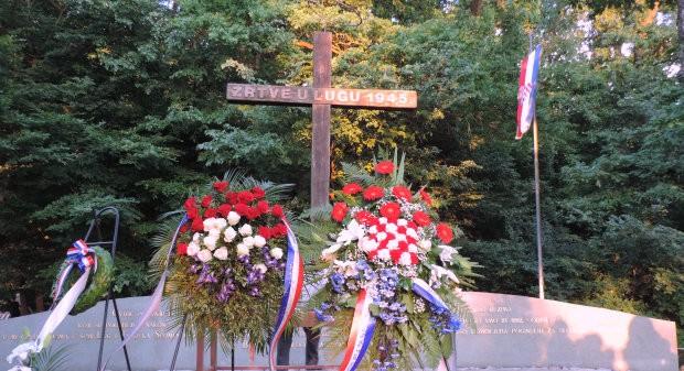 Odana počast hrvatskim žrtvama pogubljenim u poraću 1945. godine u šumi Lug u Bjelovaru, 12. lipnja 2015. FOTO: Dubravka Dragičević www.bjelovar.hr