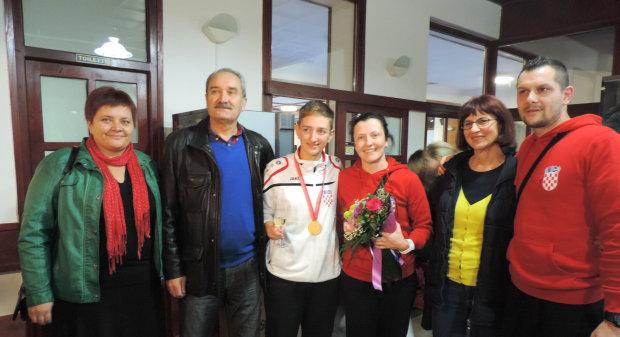 Doček europske prvakinje Sare Rajčević u Bjelovaru, 30. listopada 2015., Taekwondo klub u Bjelovaru FOTO: Dubravka Dragičević www.bjelovar.hr