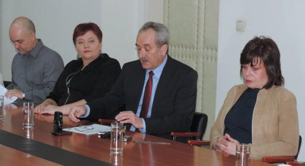 Grad Bjelovar potpisao Ugovore o radu na određeno vrijeme sa šest nezaposlenih žena, 1. travnja 2016., mala vijećnica Grada Bjelovara FOTO: Dubravka Dragičević www.bjelovar.hr