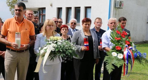 Odana počast poginulim braniteljima, pripadnicima 105. bjelovarske brigade, u Slavonskom Brodu, 18. kolovoza 2016. FOTO: Grad Slavonski Brod