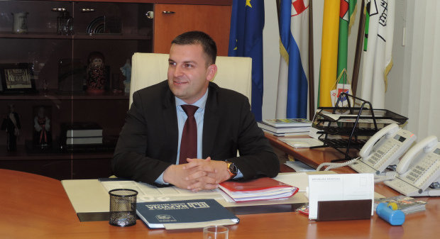 Novi gradonačelnik Grada Bjelovara Dario Hrebak preuzeo dužnost, 8. lipnja 2017., ured gradonačelnika FOTO: Dubravka Dragičević www.bjelovar.hr